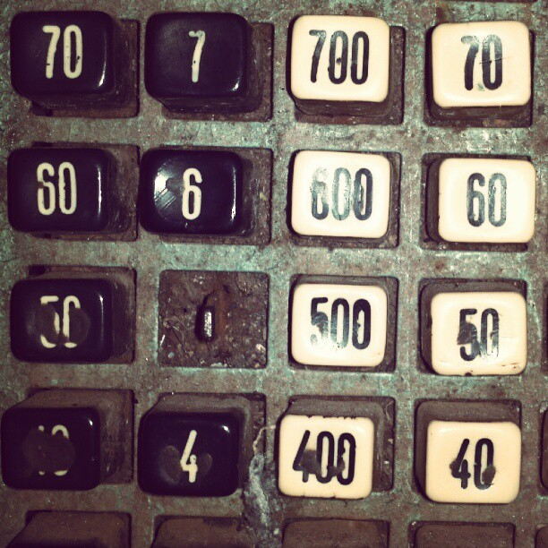 #type #typography #typevstime #key #black #white #calculator #vintage #retro #machine #oldschool #oldiscool #analogic (Publicado com o Instagram)