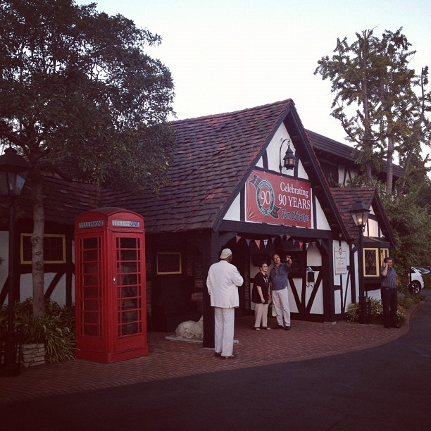 Beautiful exterior of the Tam O Shanter #ashleeta #scottish  (Taken with Instagram at Tam O'Shanter)
