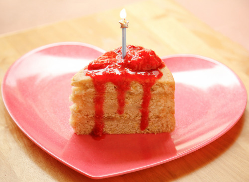 Lemon Cake with Fresh Strawberry Sauce (by wishmewell95) Recipe