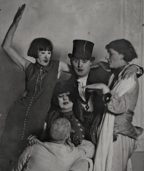 etund:  Jankel Adler and friends, 1920s.