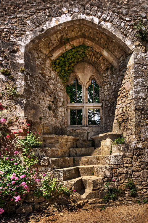 evocativesynthesis:  Isabella's Window (by Sez_D) Isle of Wight