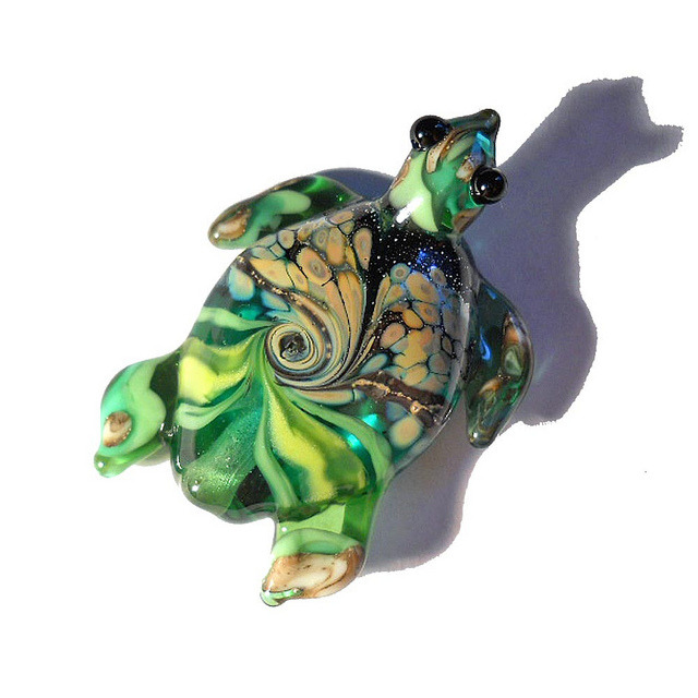 Turtle lampwork glass pendant by isinglass design on Flickr.