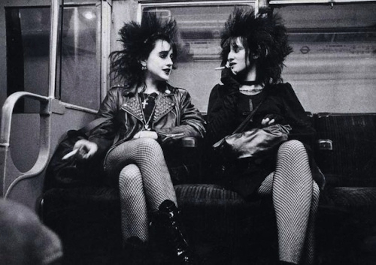 softbutestranged:  London Punks 1980's  I can only think of strawberry switchblade while looking at this.