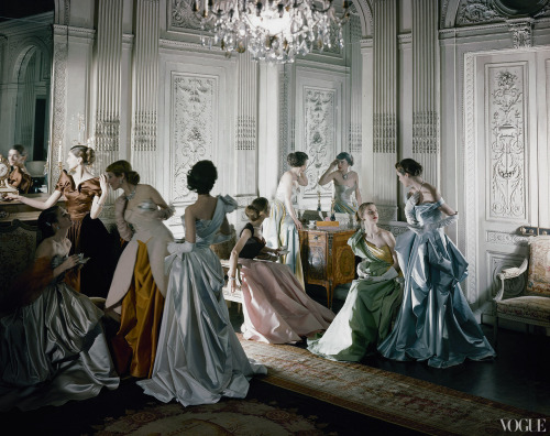 suicideblonde:  Cecil Beaton's iconic image of Charles James ball gowns, photographed in the salon of French & Co., New York, for Vogue, June 1st, 1948