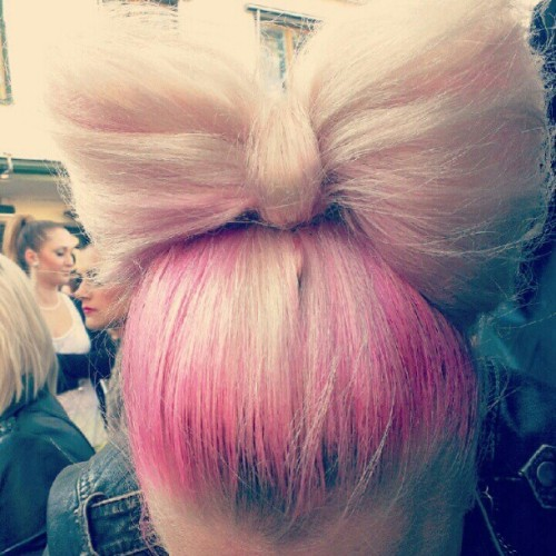 dickfacedamour:  lovely hair bow