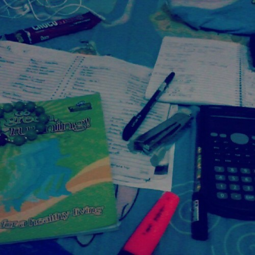 Study ta dira! #labad #libog #calculator #notebook #ballpen.#xerox #stapler #case #notes #chocomuucho #headset (Taken with Instagram)