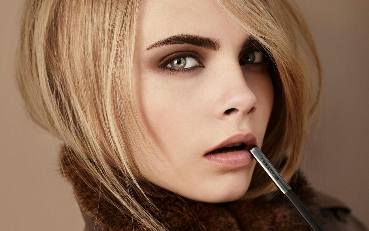 An image from the new Burberry Autumn/Winter 2012 makeup collection.