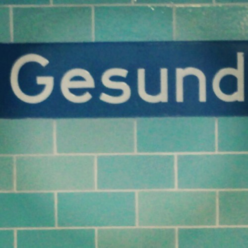 loving these curves #ubahn #typography  (Taken with Instagram)