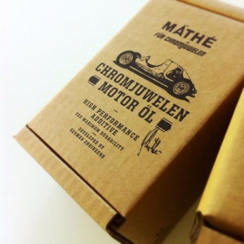 chromjuwelen:  Awesome. Our shipping cartons just arrived. #chromjuwelen #chromjuwelenmotoröl (Wurde mit Instagram aufgenommen)