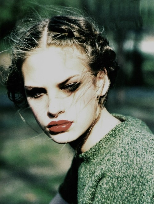 80s-90s-supermodels:  Vogue Italia, September 1997Photographer : Ellen von UnwerthModel : Jenny Knight   靓