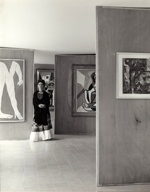 Frida Kahlo at the Museum of Modern Art in Mexico City, 1940s. By Manuel Álvarez Bravo