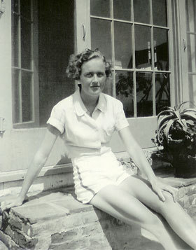aimsterskitz0rz:  Julia Child 1936  Can we all just appreciate Julia Child's legs for a moment? Because DANG.