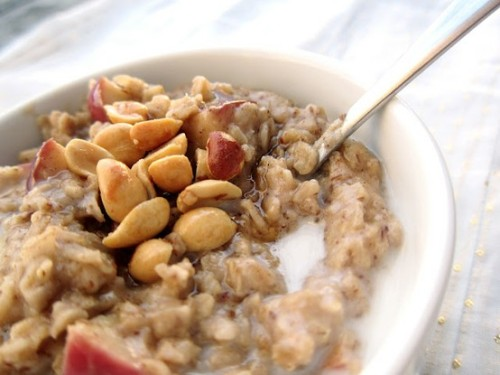 prettybalanced:  Honey Nut Apple Oatmeal  (via imgTumble)