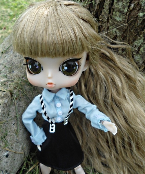 Another picture of Caitlin, this time, in a Bratz outfit. :) I decided to put her hair into a ponytail, since it's crazy long, LOL.