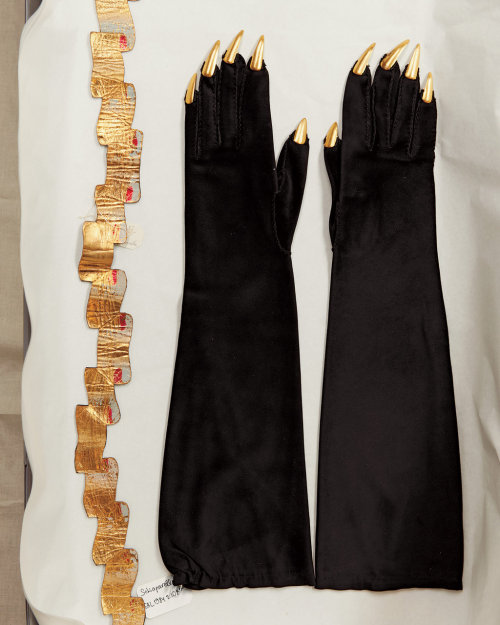 sssofia:  Lambskin belt and suede gloves with gold-metal talons, both by Schiaparelli, c.a. 1936, photographed by Jason Schmidt