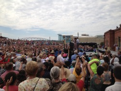 Michelle and Barack Obama arrive in Dubuque, Iowa (Olivier Knox)