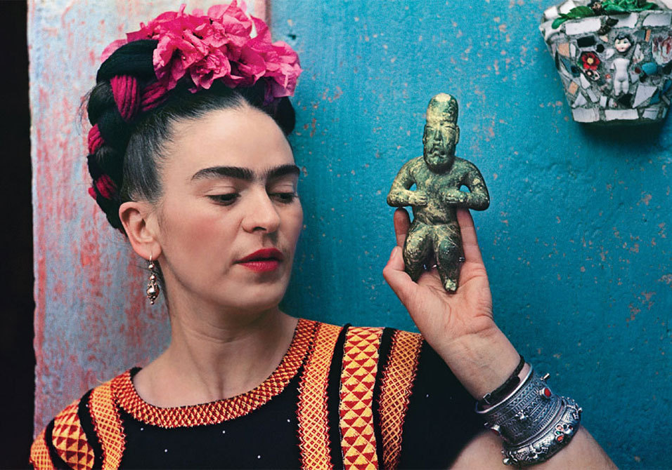 Nickolas Muray, Frida with Olmeca Figurine, Coyoacán 1939.   via