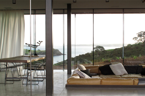 justthedesign:  justthedesign: Living Room WAIHEKE, Island Retreat By Penny Hay