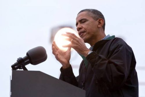 collegehumor:  Obama Looks Like He's Holding the Sun Ummm…I think Obama has finally solved our energy problems.  He has a Piece of Eden!
