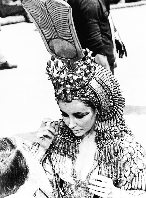 vintagegal:  Elizabeth Taylor on the set of Cleopatra (1963)