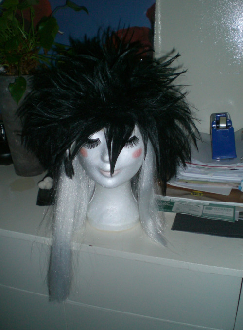 So I have been busy with my boyfriend's wig, well his midnight wig from fairy tail.I think that the finish of this result kinda good is, because I not always good with wigs XD    (2012)