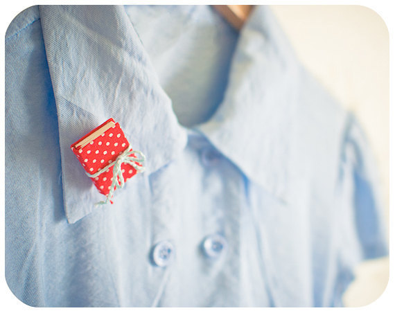 awesomeetsy:  (via Tiny red book brooch Polka dot back to school by Buntmal on Etsy)