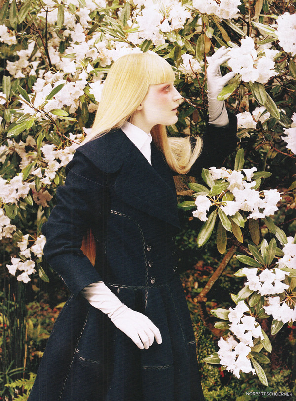 Cashmere coat, Calvin Klein.  October 2006, Vogue.