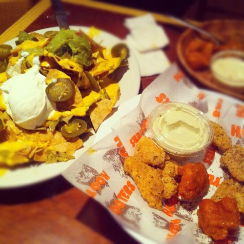 #nachos #buffalowings #instapic #hooters #mexico  (Taken with Instagram)