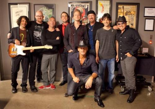 Tim McGraw ‏@TheTimMcGraw Tim and the band!