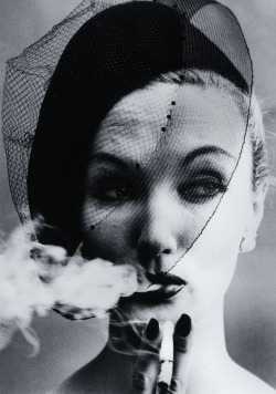 suicideblonde:  Smoke and Veil (1958) by William Klein