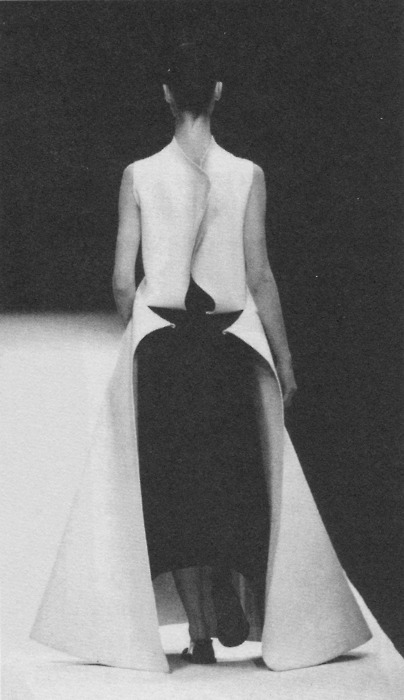 The Beauty Of Runway… No.28, Yohji Yamamoto. @MODNE| facebook.