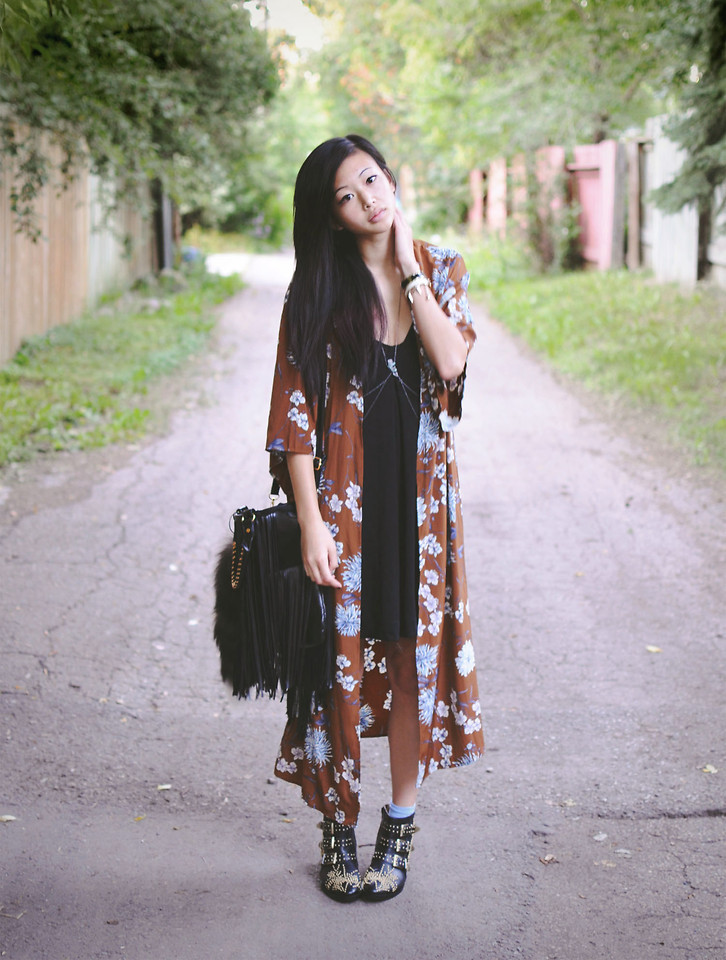 lookbookdotnu:  I want to hold your hand  (by Alyssa Lau)