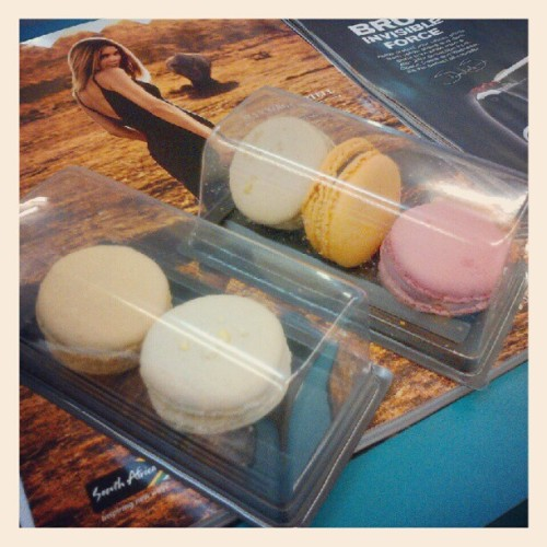 Tried Macaroons for the first time the other day. Shits good! #Macaroon #Colour #Variety #Biscuit #Dessert #Delight #Food  (Taken with Instagram)
