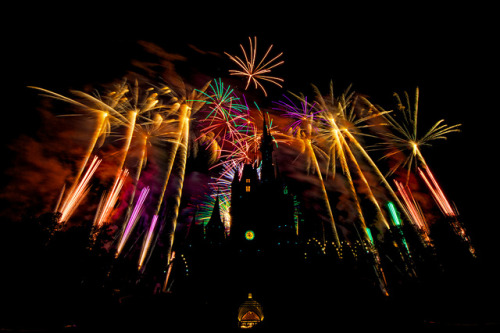 disneyforeverlives:  Fireworks Friday - Castle Black by wdwben on Flickr.