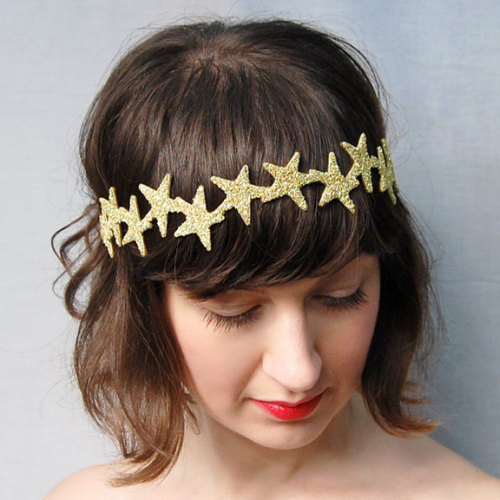 wickedclothes:  Constellation Crown This celestial beauty is made from thirteen hand-cut stars, delicately sewn to Fancy Felt, then doused in silver German glass glitter. Sold on Etsy.