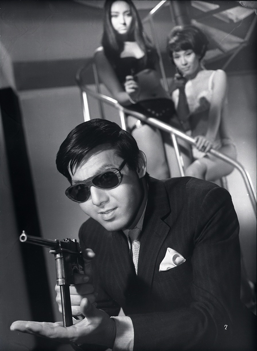 gunsandposes:  A publicity still for the 1967 Yakuza film Branded to Kill, aka 殺しの烙印, directed by Seijun Suzuki.