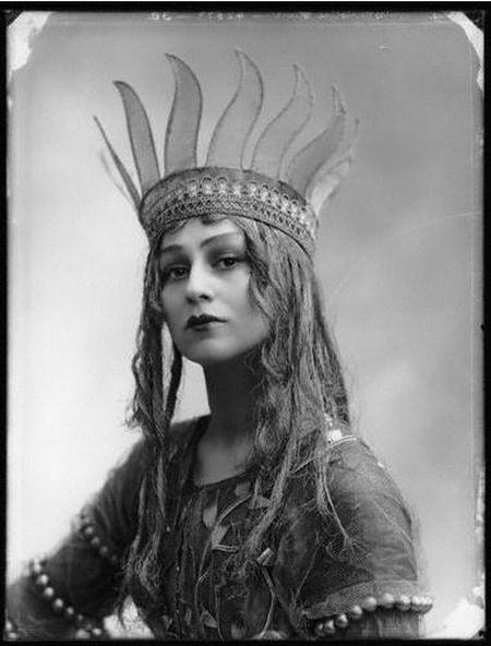 "hollyhocksandtulips:  Christine Silver as Titania in "" A Midsummer Night's Dream "", 1913"