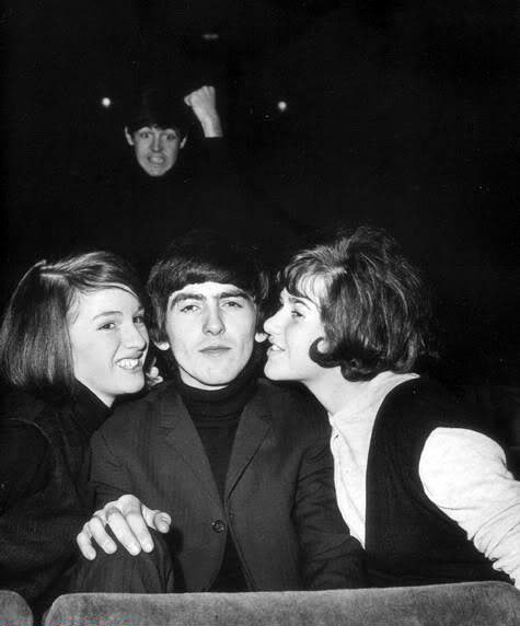 George gettin' doot with jealous Paul in the background.