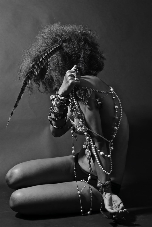 bohemianshoebox:  b&w jewelled girl