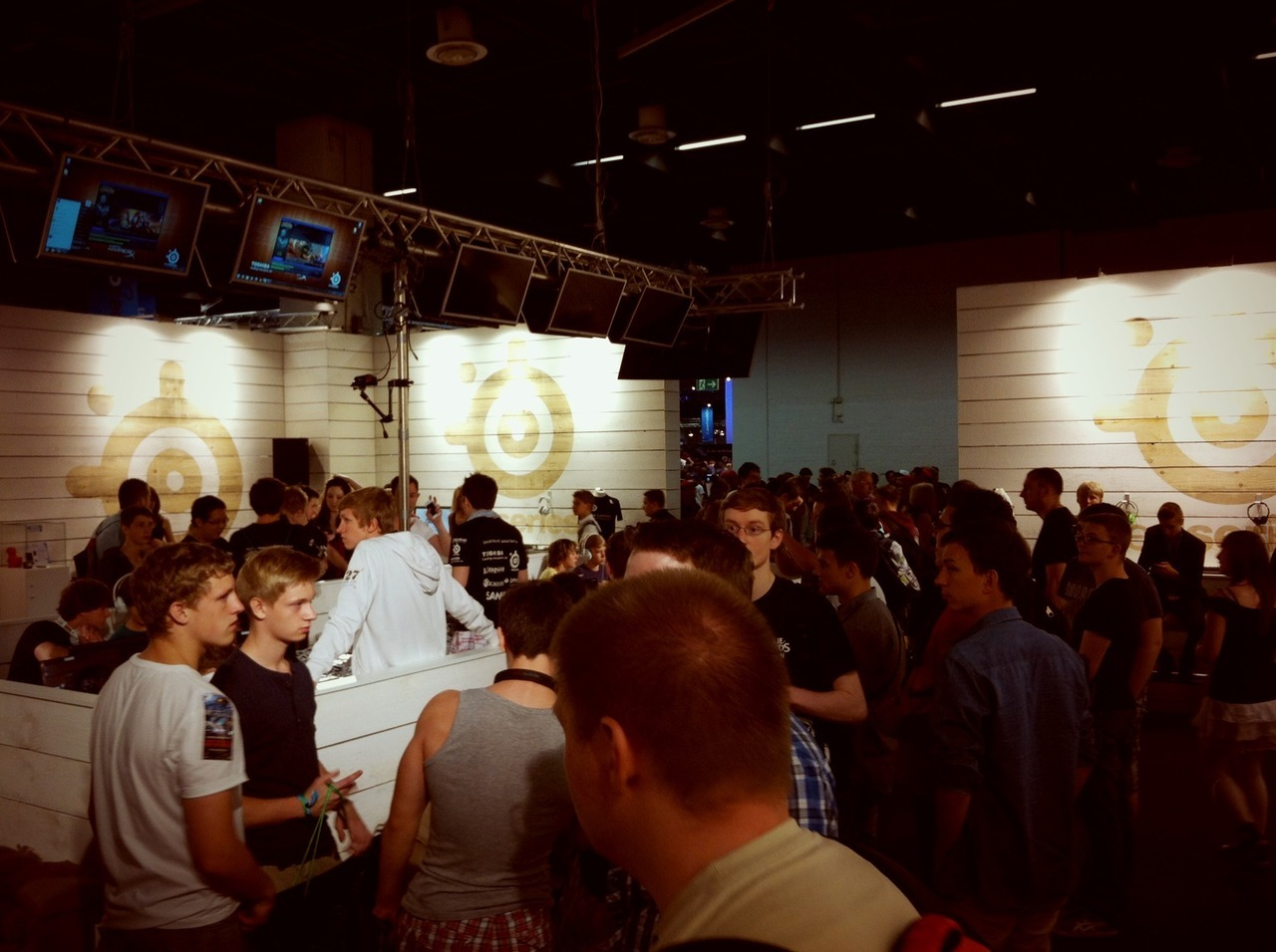 SteelSeries/SK booth at gamescom 2011 – View on Path.