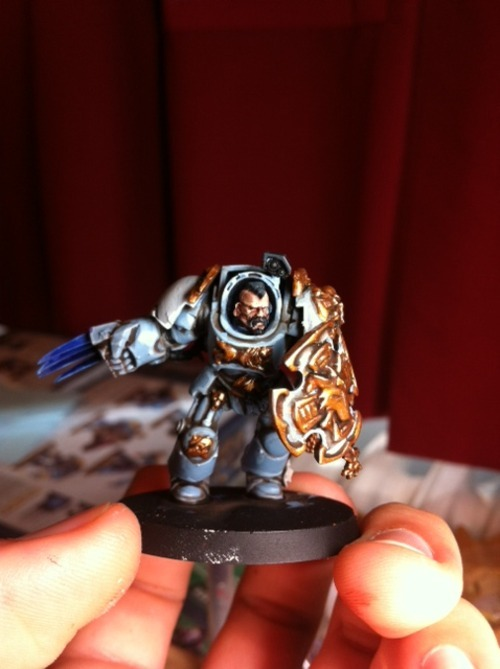 So heres the prototype for my space wolves. I am soo happy with it, and i've used no silver anywhere. Its not based yet, and there are a few details i havent picked out, but its the main colours im concerned with