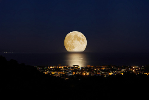 Mid Summer Moon - Luna Di Ferragosto by Luca Libralato on Flickr.