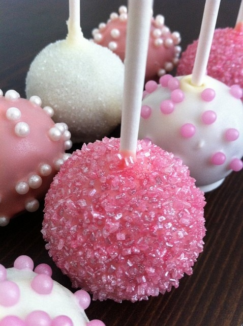 dearmonet:  I'm going to try and make cake pops this weekend!!!