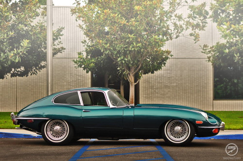 The queen of England Starring: Jaguar E-Type (by I am Ted7)