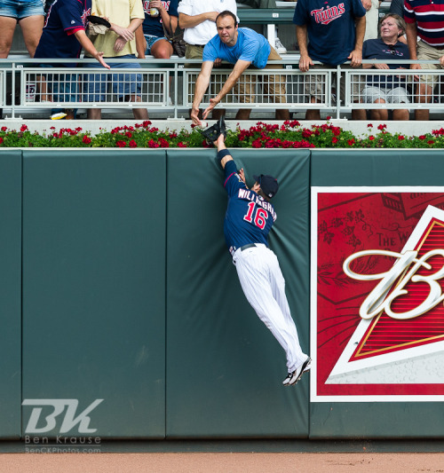 Josh Willingham (16) of the Minnesota Twins leaps unsuccessfully in an attempt to rob Delmon Young (21) of the Detroit Tigers of a home run. (by Ben C. K.)