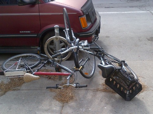 Friday means Failed Locked Up Bikes! FLub ID: Mangled & Tangled. FLubographer: Donye.