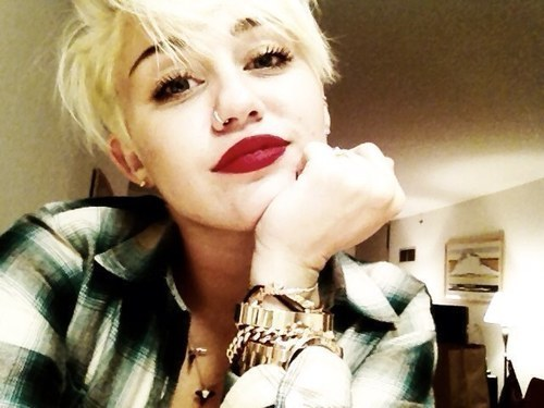 Miley's new haircut, what do you think? xxx