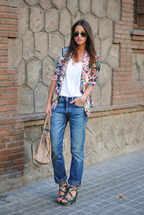 Check out this trendsetter rockin' the floral print blazer.