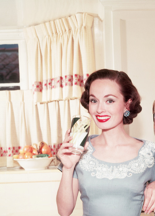 orsons:  Ann Blyth photographed at home by Virgil Apger