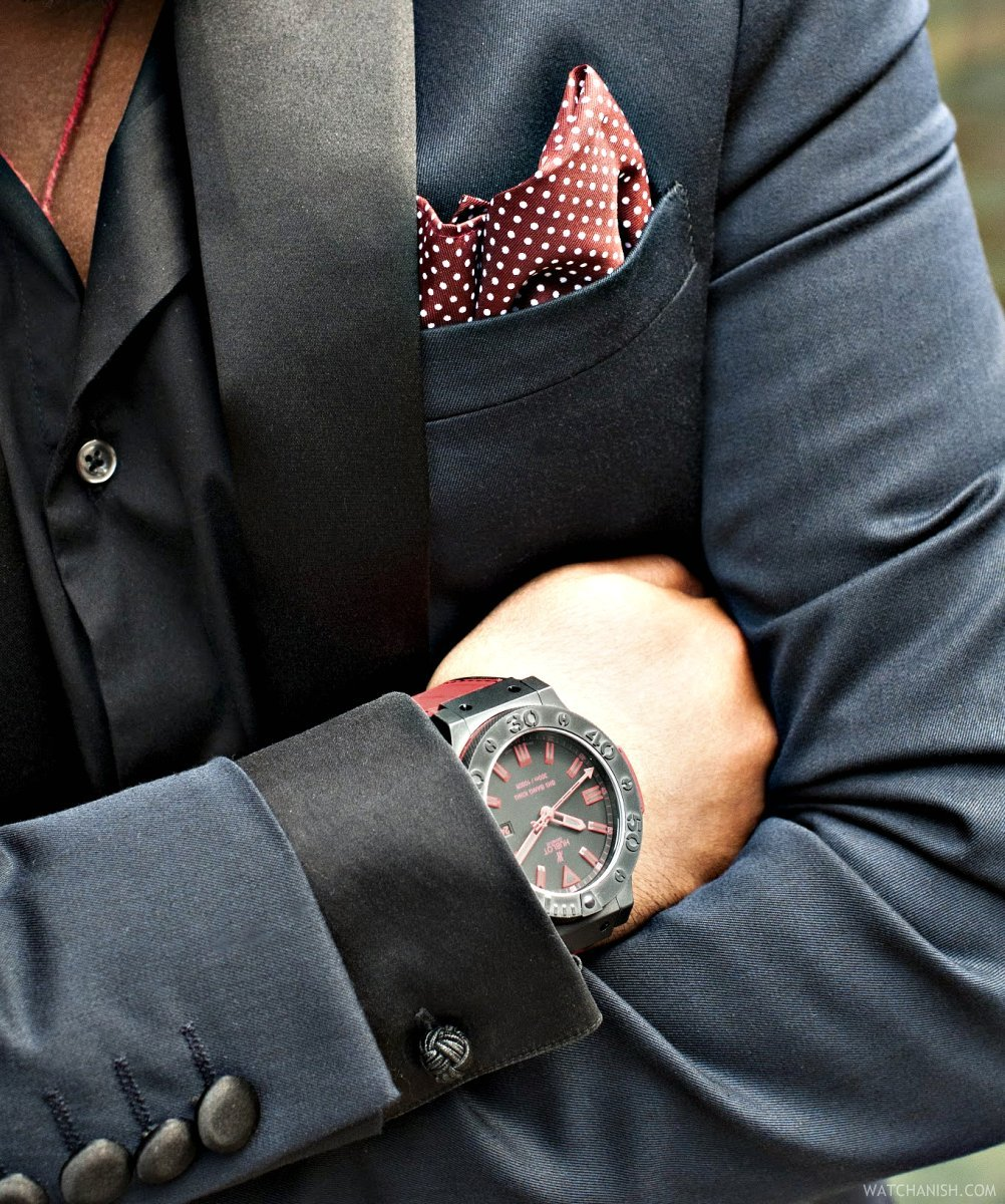 watchanish:  Closest colour I could find to match the pocket hanky :/ Big Bang King by Hublot, and a rather nice jacket from ASOS! (Taken with Instagram)